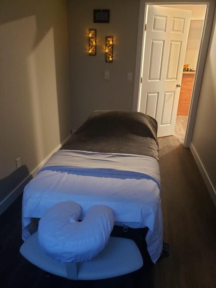 Invigorating Massage - Therapy - Room